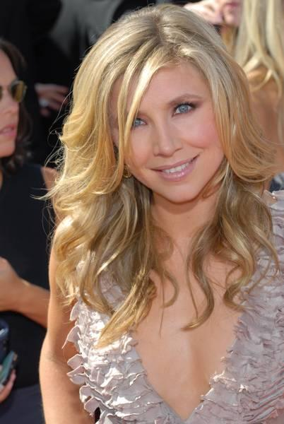 Sarah-Chalke-59th-Emmy-Awards